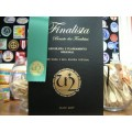 Pasta de Finalista Personalizada: Oferta de 1 fita timbrada + 1 Emblema!